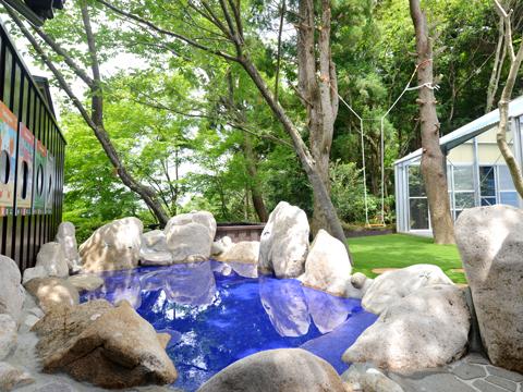 森のプール